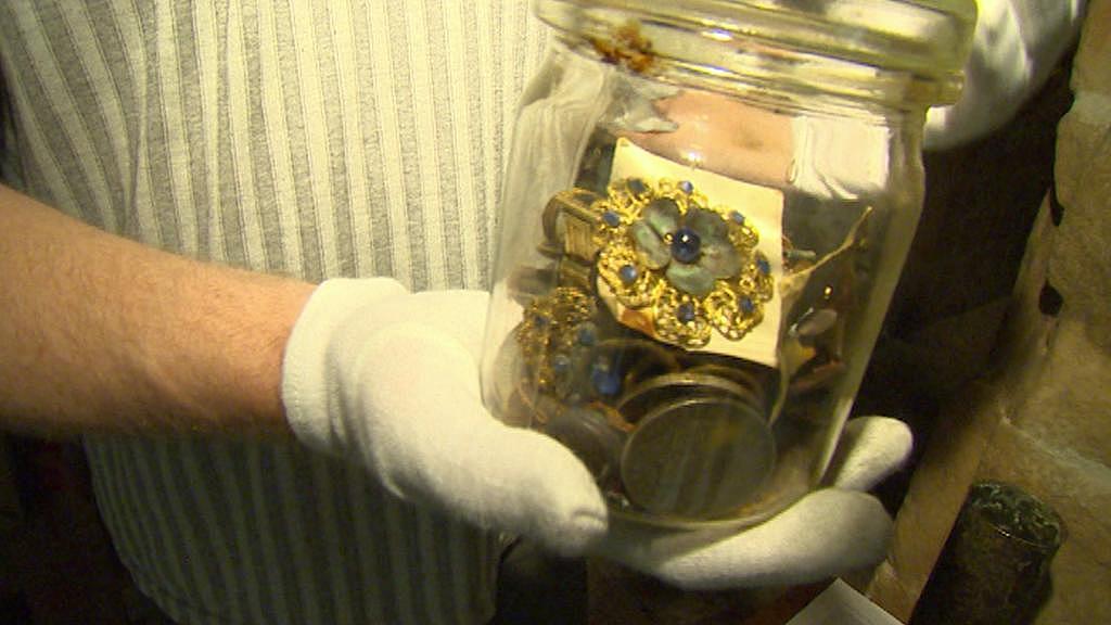 Rodinné šperky, které zakopala německá rodina v roce 1945