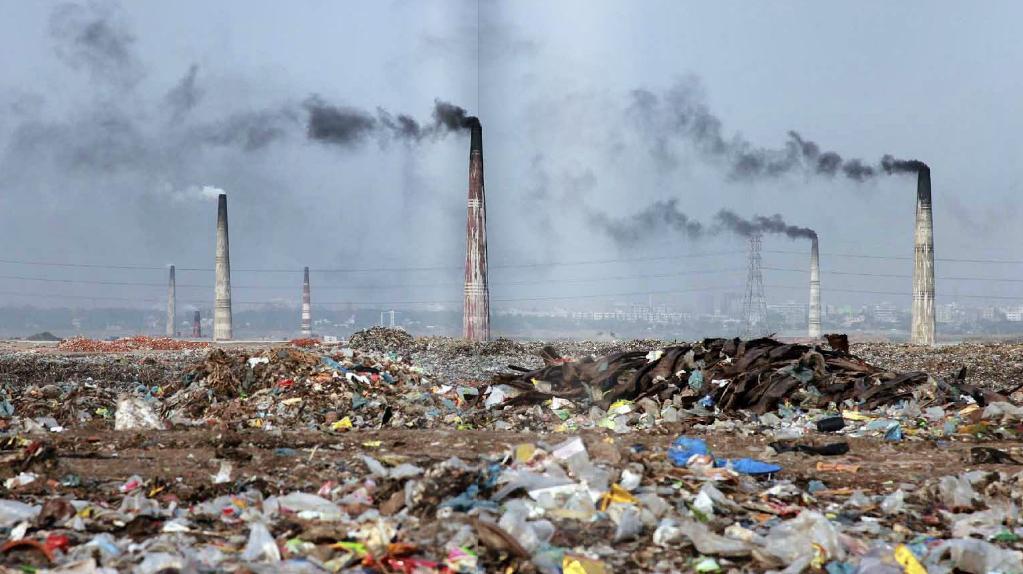 Bangladéš - jeden z nejhustěji obydlených států. Množství odpadků nebude příliš pozadu