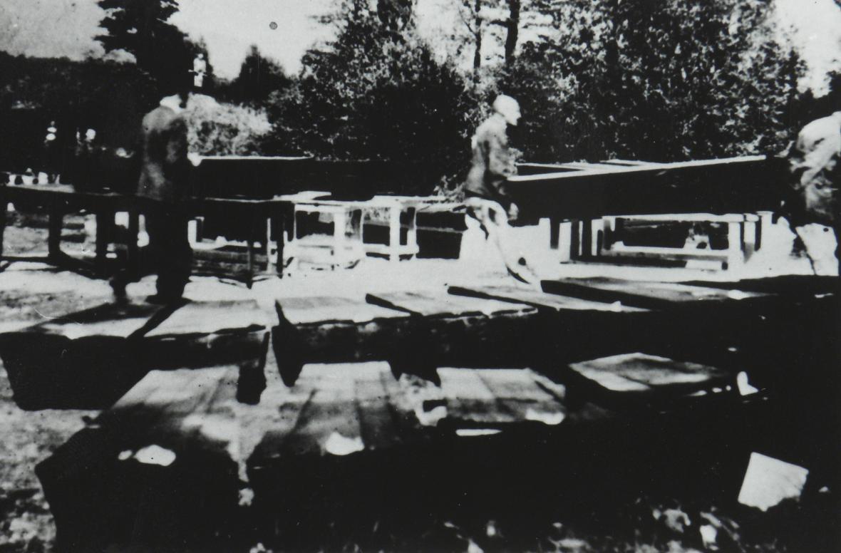 Exhumace obětí - foto z výstavy Teplicko mezi válkou a mírem