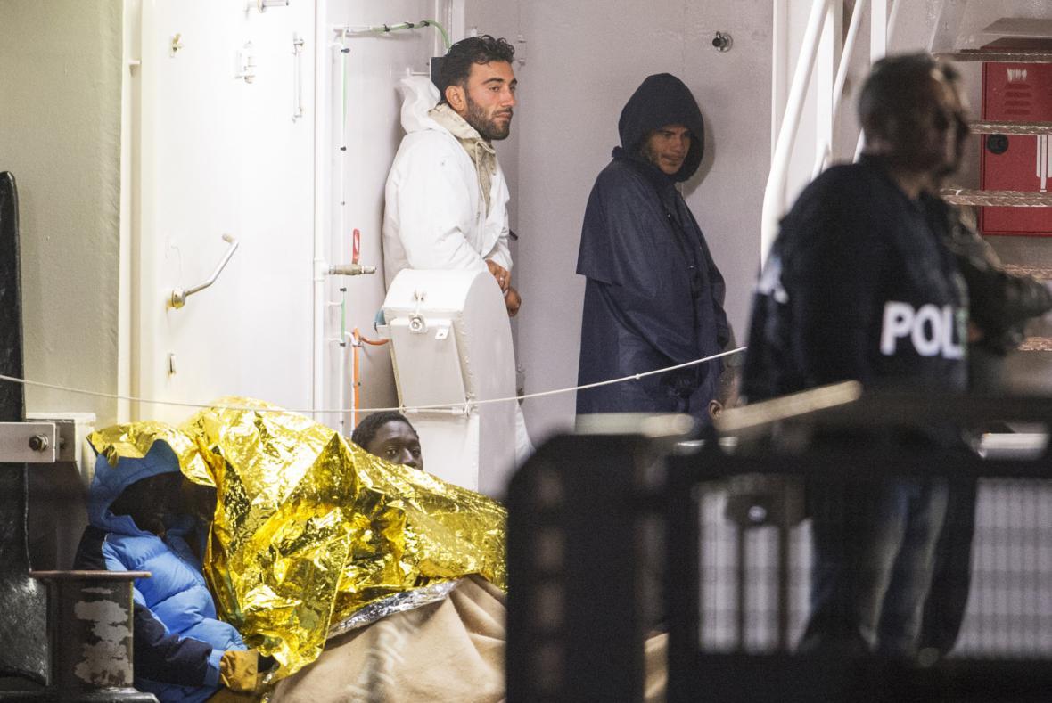 Zadržení z lodi s uprchlíky