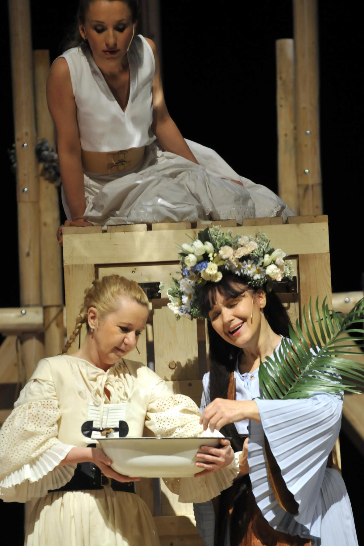 Inscenace Malované na skle v Městském divadle Zlín