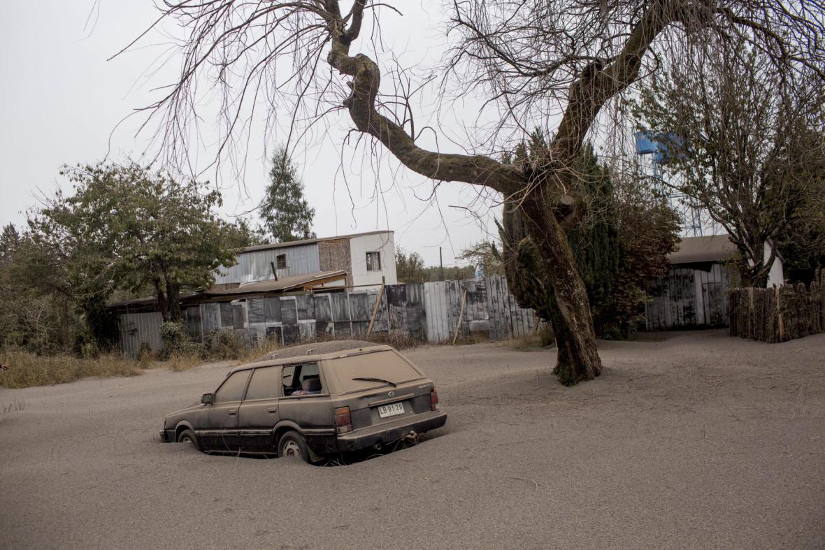 Chilská sopka Calbuco zasypala města popelem