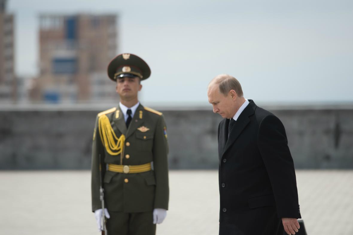 Památce zabitých Arménů se poklonil i Vladimir Putin