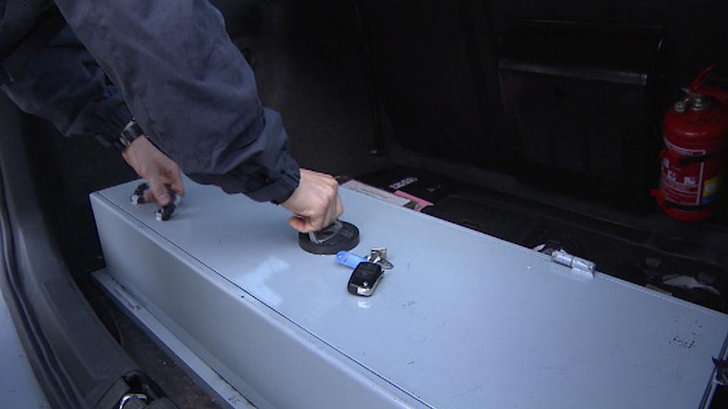 Trezor v kufru policejního auta