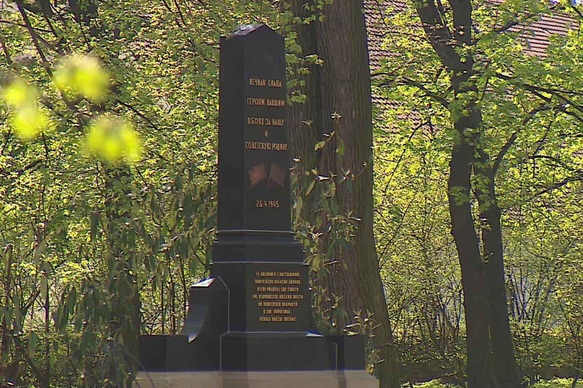 Pomník vojákům Rudé armády ve Slavkově u Brna
