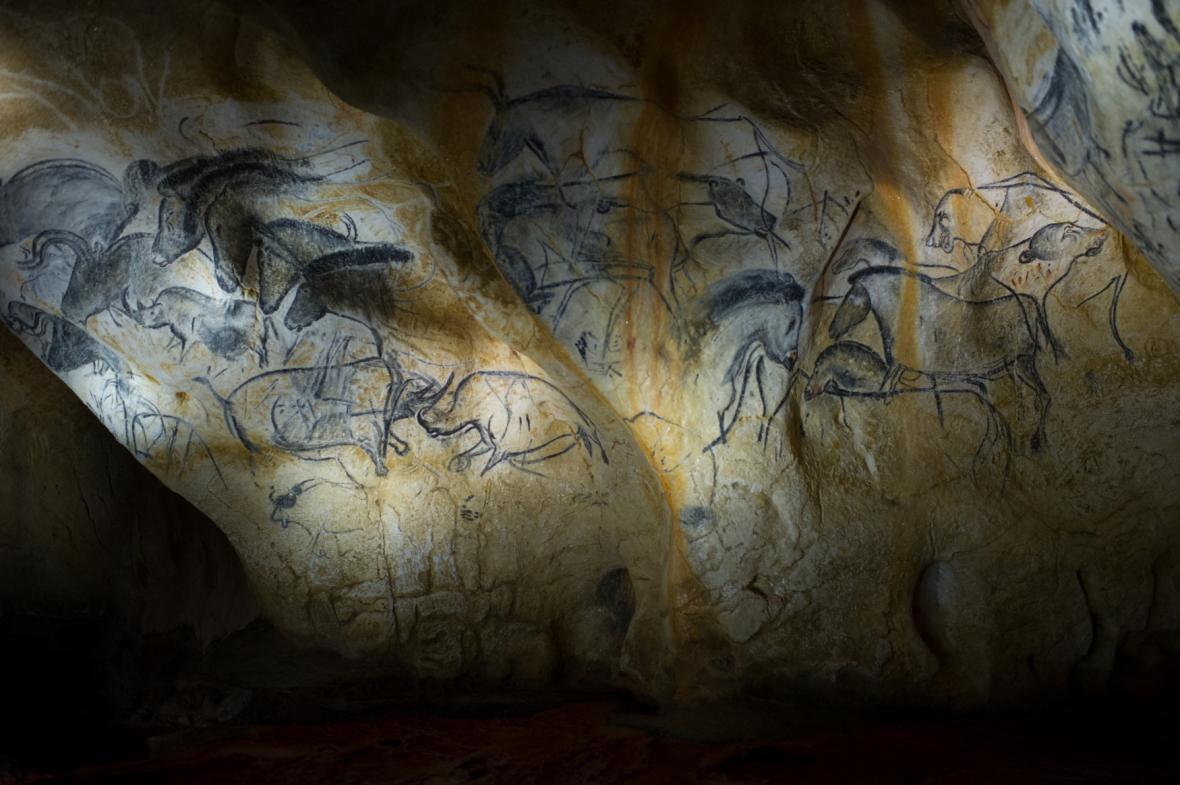 Kresby v replice Chauvetovy jeskyně