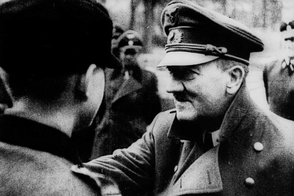 Poslední Hitlerovo veřejné vystoupení: Železné kříže pro Hitlerjugend