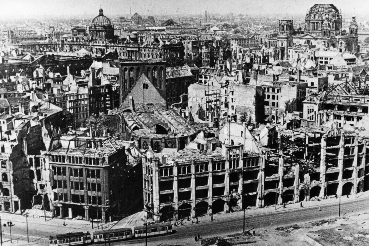 Berlín byl v květnu 1945 hromadou trosek