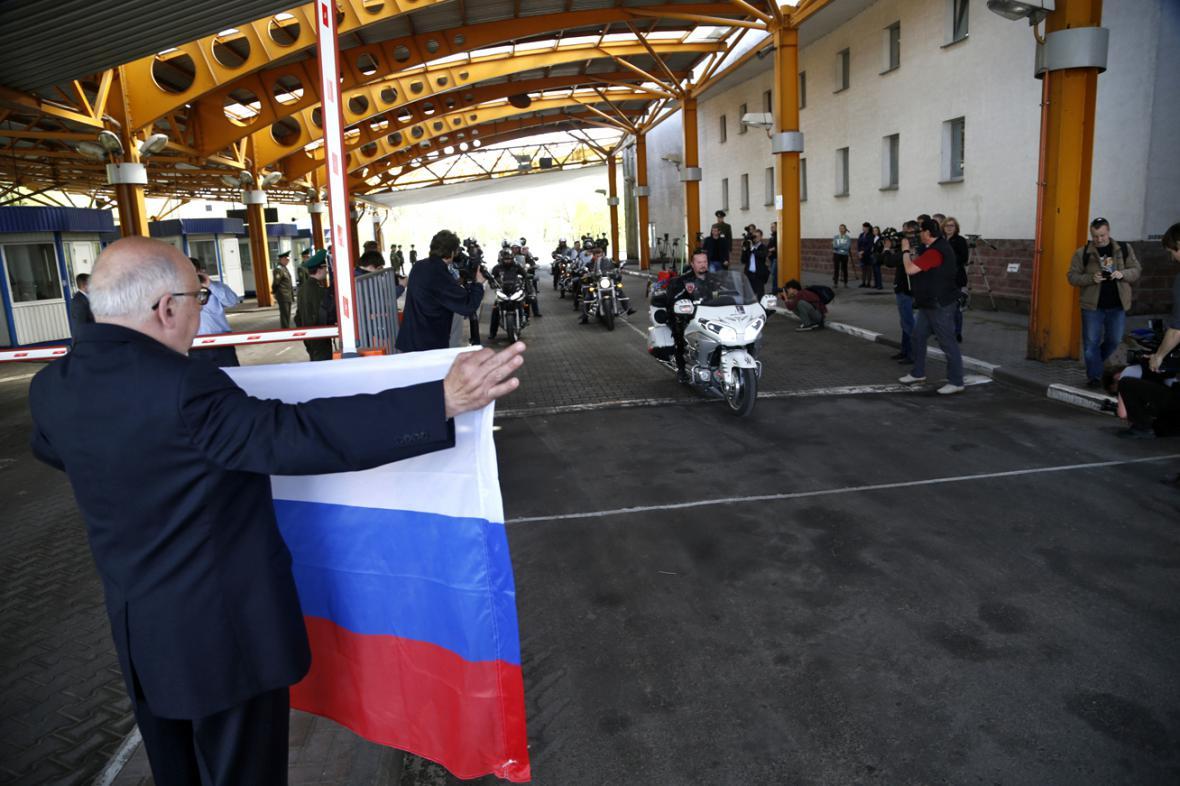 Ruští motorkáři opouštějí Bělorusko