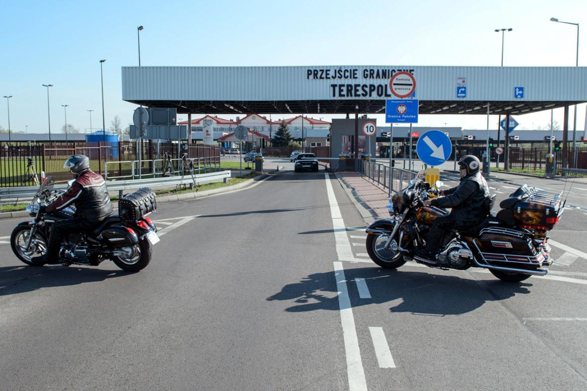 Polští motorkáři čekají na hranicích na své ruské kolegy