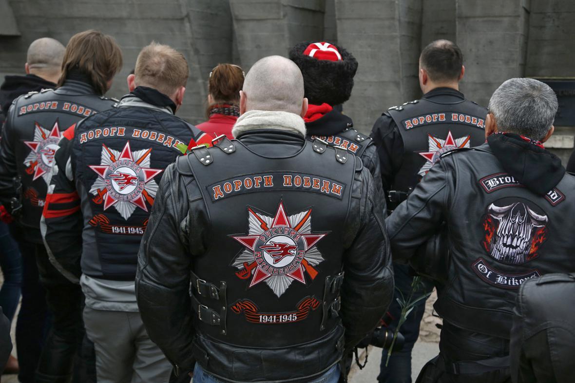 Ruští motorkáři v běloruské Chatyni