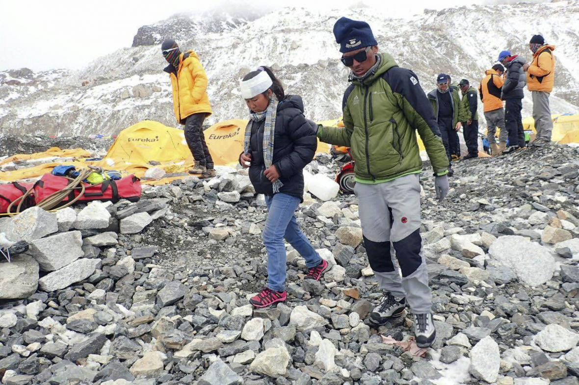 Na Everestu zabíjela lavina