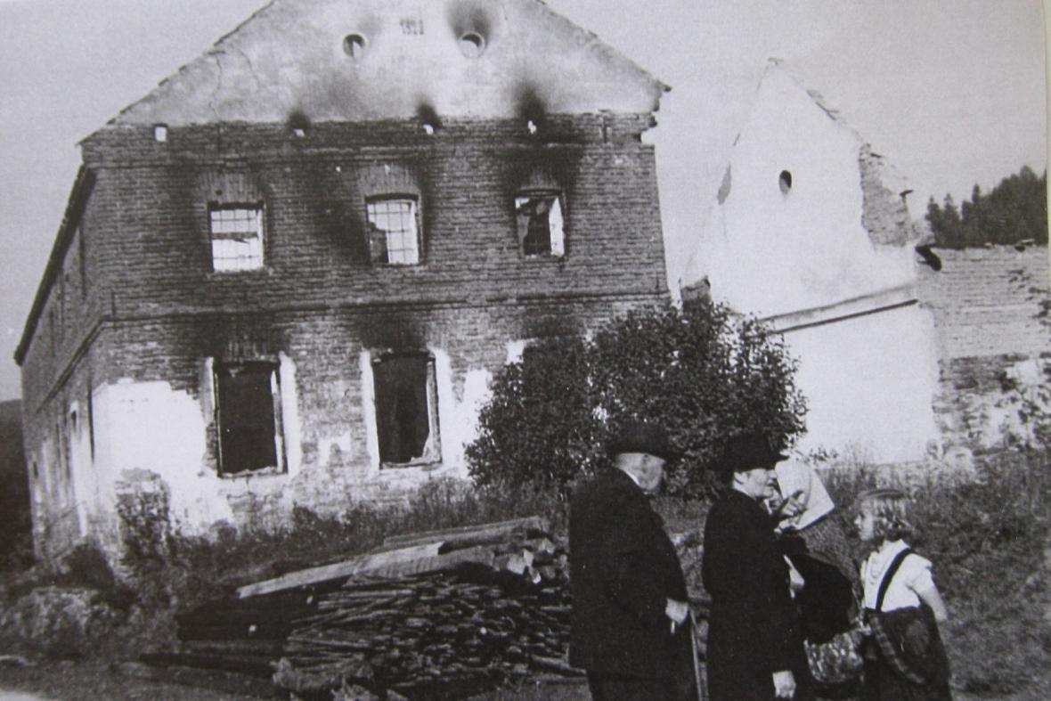 Vypálený statek v Javoříčku