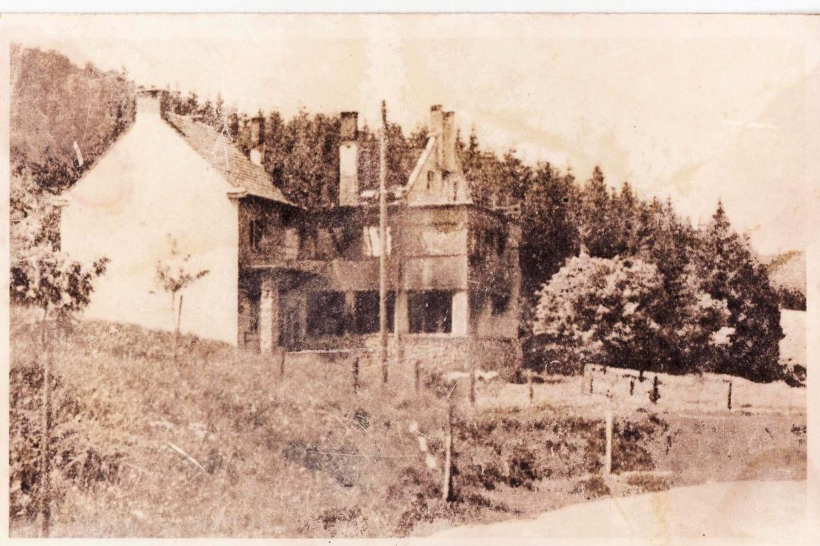 Vypálený hotel Adolfa Pospíšila v Javoříčku