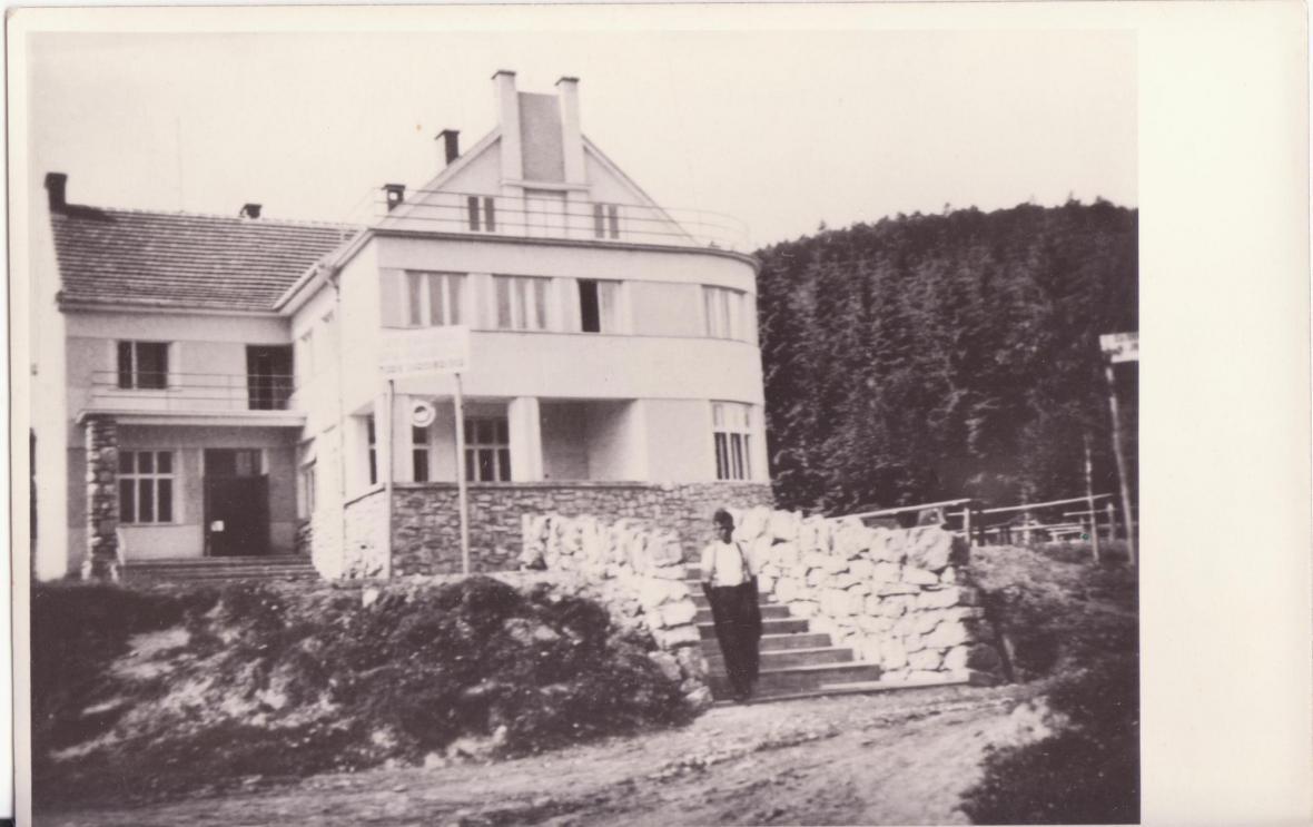 Hotel Adolfa Pospíšila v Javoříčku před vypálením