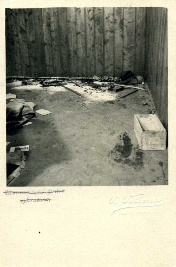 Místnost na radnici ve Velkém Meziříčí po skončení výslechu a odjezdu Němců