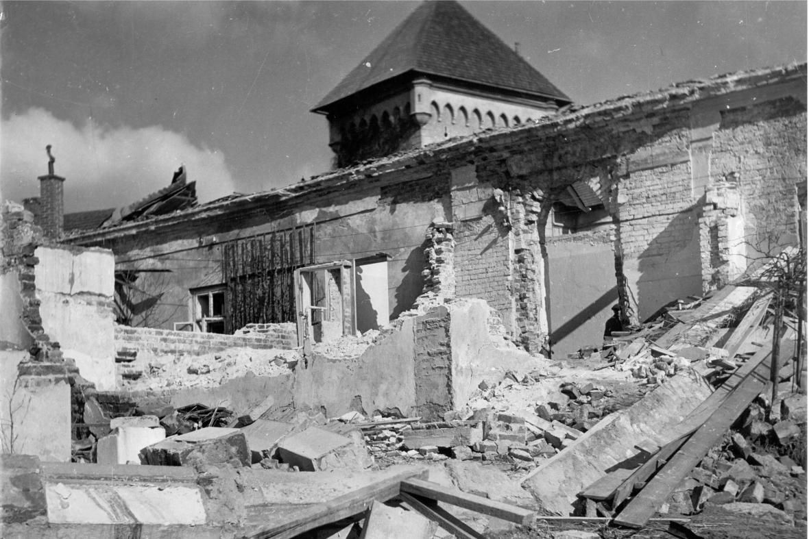 Následky bombardování Velkého Meziříčí