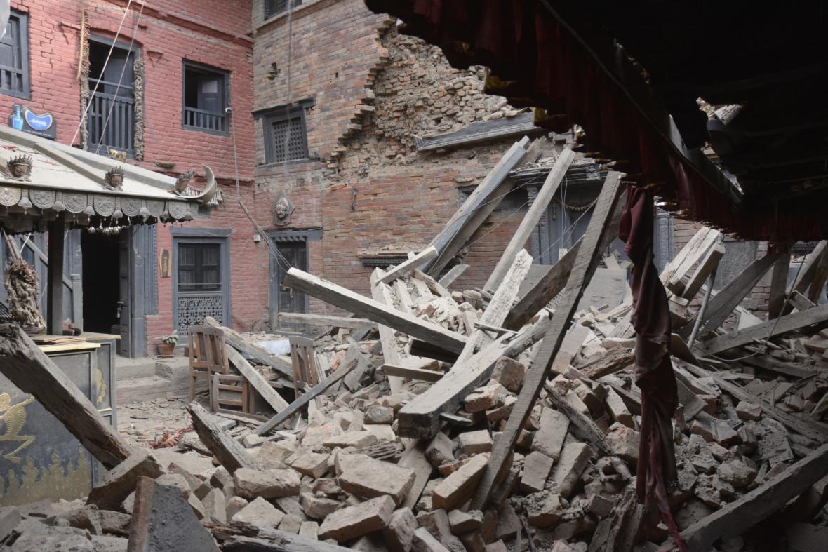 Následky otřesů v Nepálu
