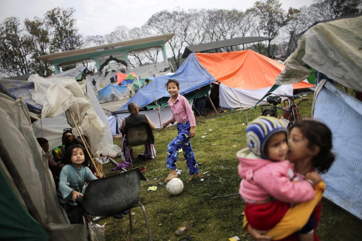 Tábor Nepálců, kteří přežili zemětřesení