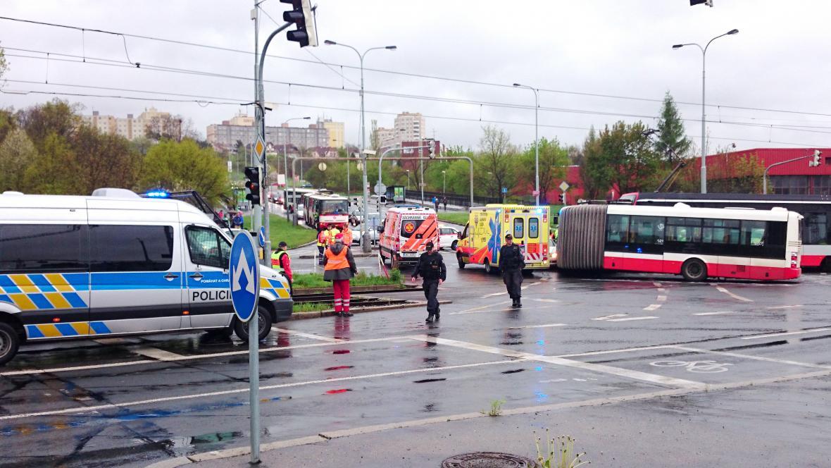 Nehoda tramvaje s autobusem
