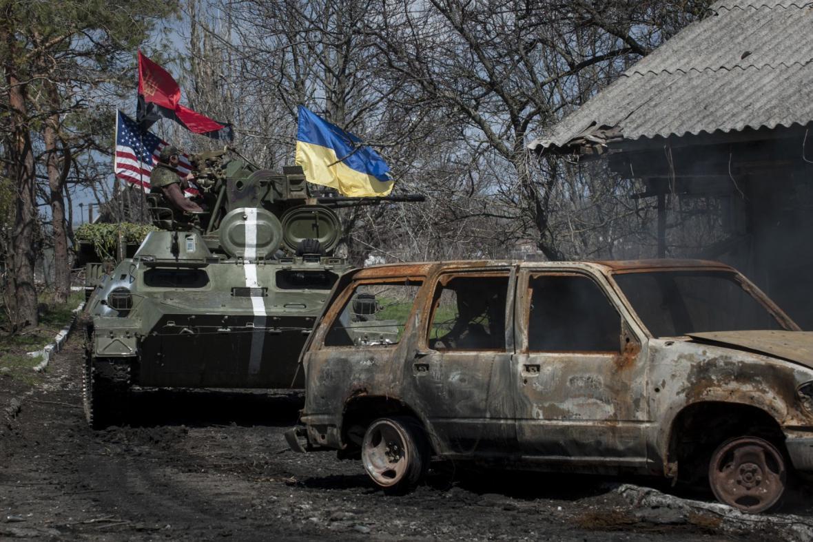 Bojů na východě Ukrajiny se účastní i Pravý sektor