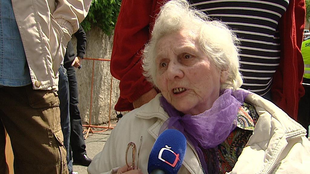 Emílie Šteflová v roce 2010 vzpomínala, jak jí při bojích Na Pražačce zastřelili spolužačku