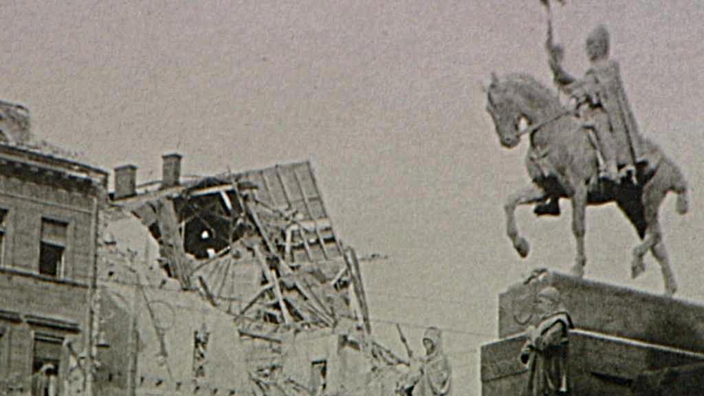 Bombardováním zasažený dům na Václavském náměstí