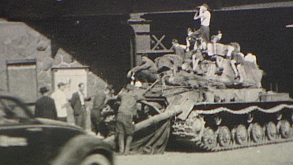 Poškozený tank u tehdejšího Vinohradského nádraží