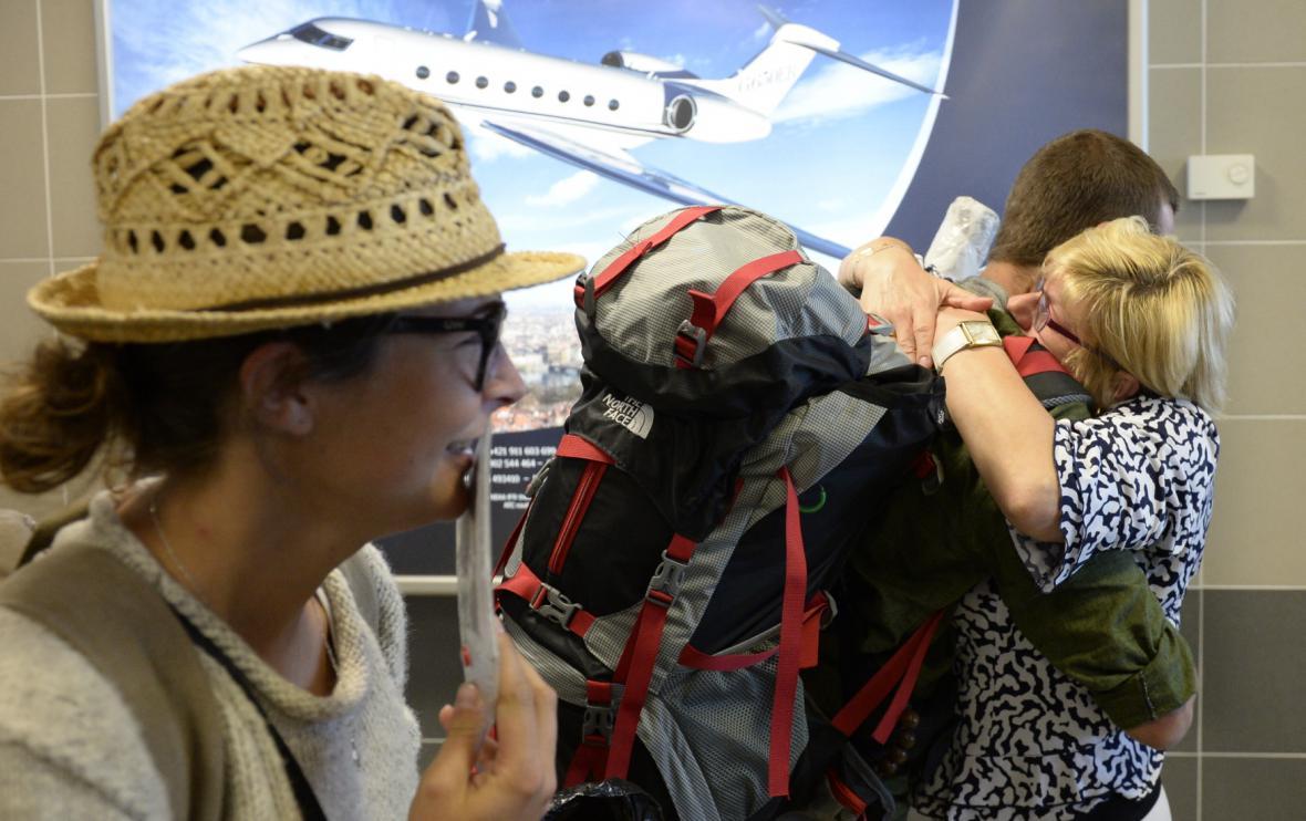 Desítky Čechů se vrátily ze zemětřesením zasaženého Nepálu