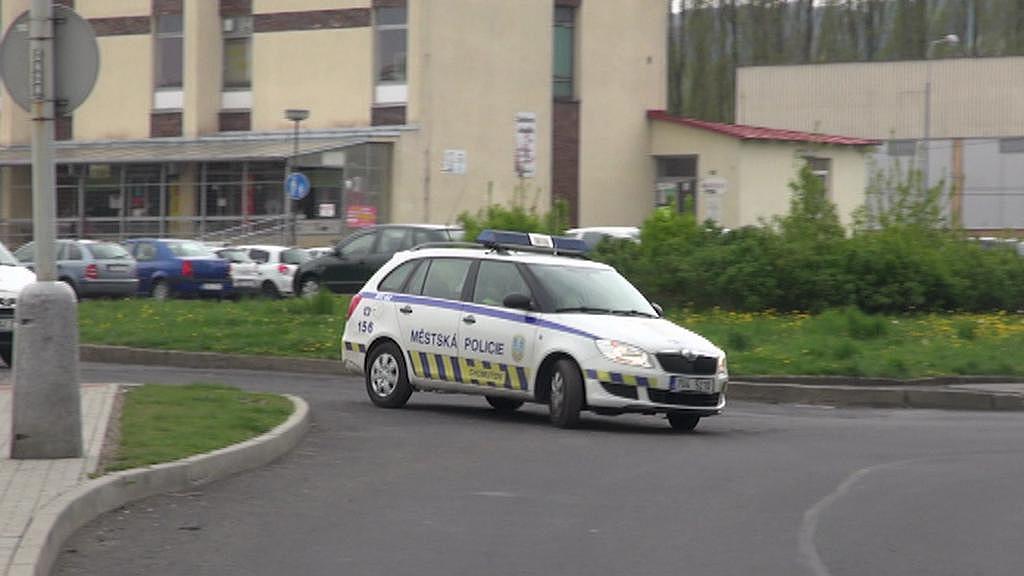 Městská policie v Chomutově má aktuálně k dispozici jen jedno funkční auto s funkčním majákem