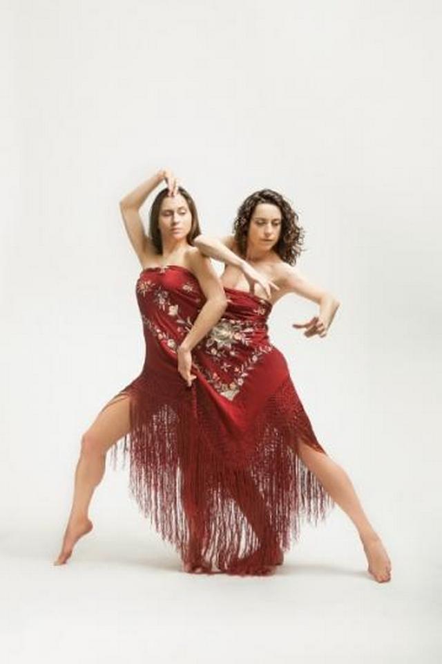 Ana & Sara / Vypravěčka