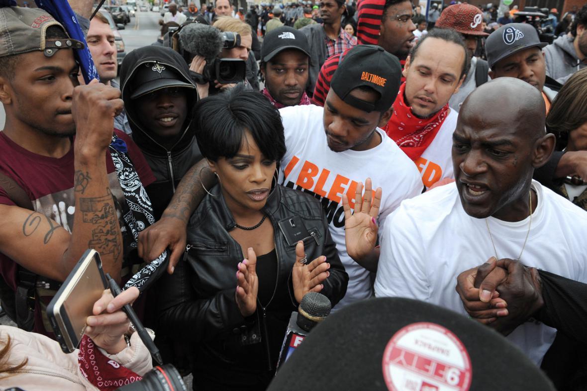 Baltimore slaví obvinění policistů ze zabití Freddieho Graye