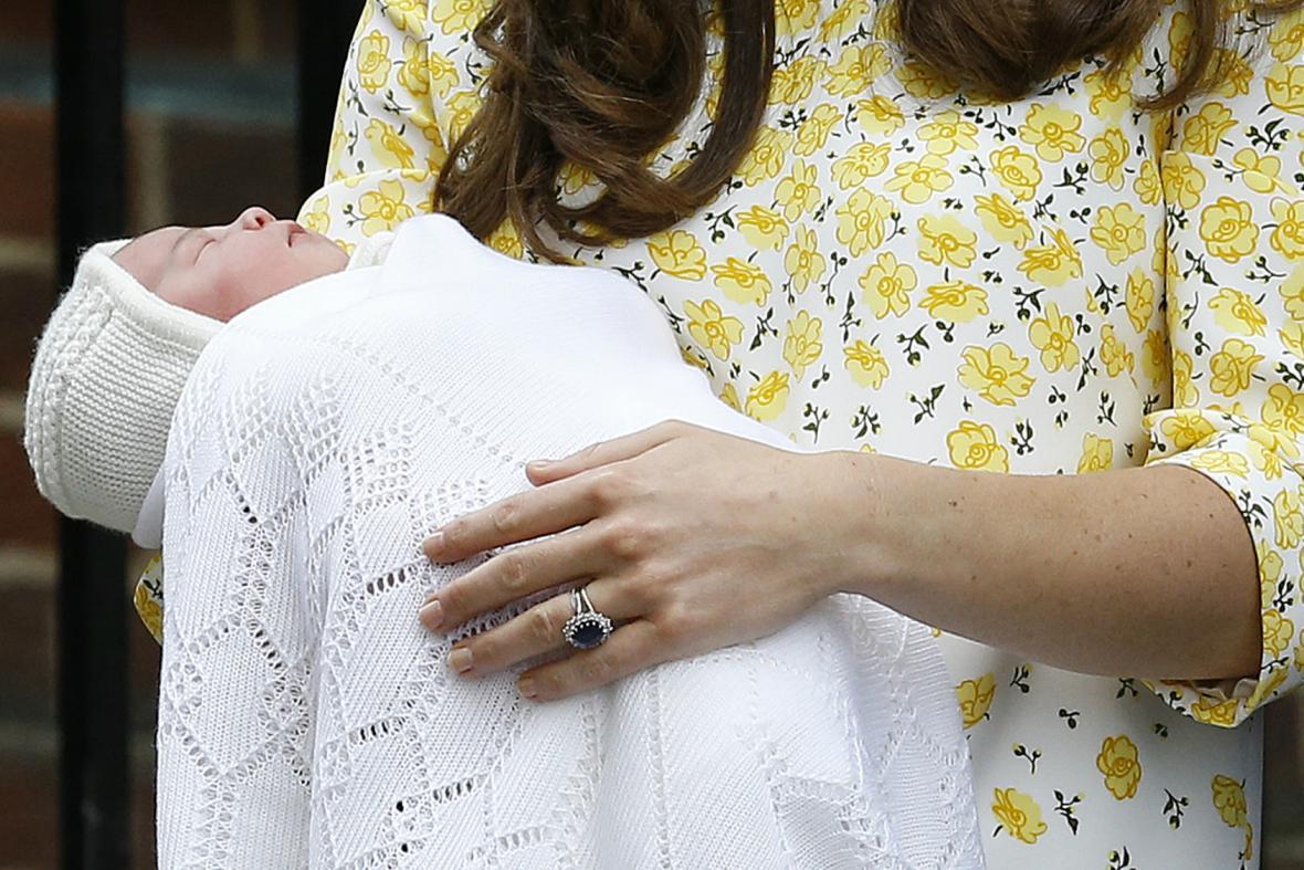 Kate a William ukázali světu svou dceru