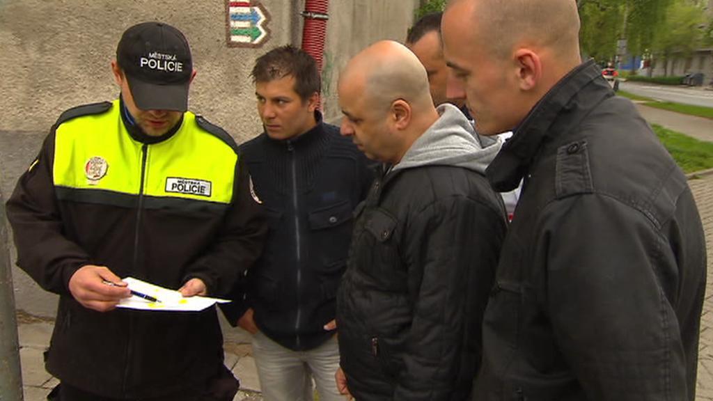 Noví asistenti prevence kriminality v Přerově dostávají instrukce