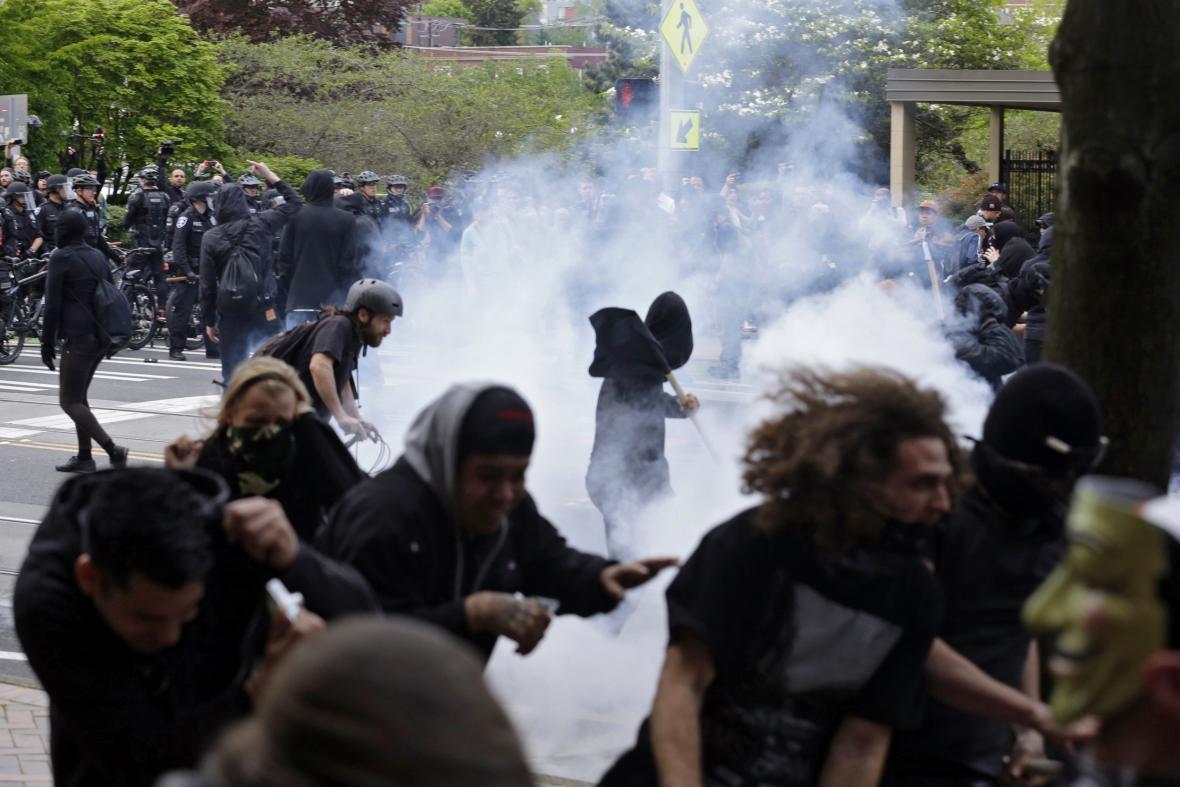 Násilnosti při prvomájové demonstraci v Seattlu