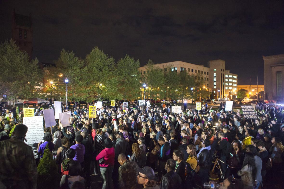 V Baltimoru se demonstrovalo i po obvinění policistů ze zabití Freddieho Graye