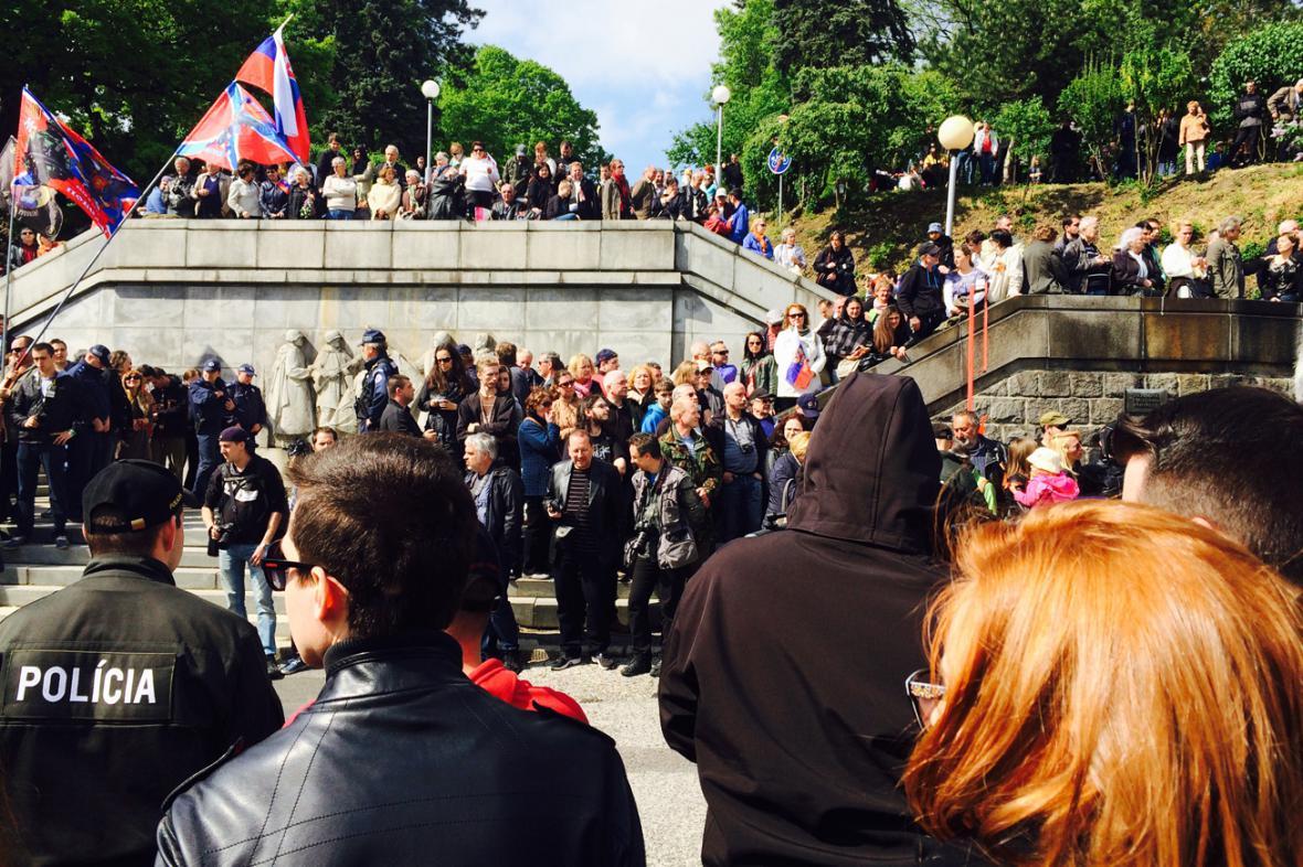 Noční vlky v Bratislavě očekává policie i davy lidí