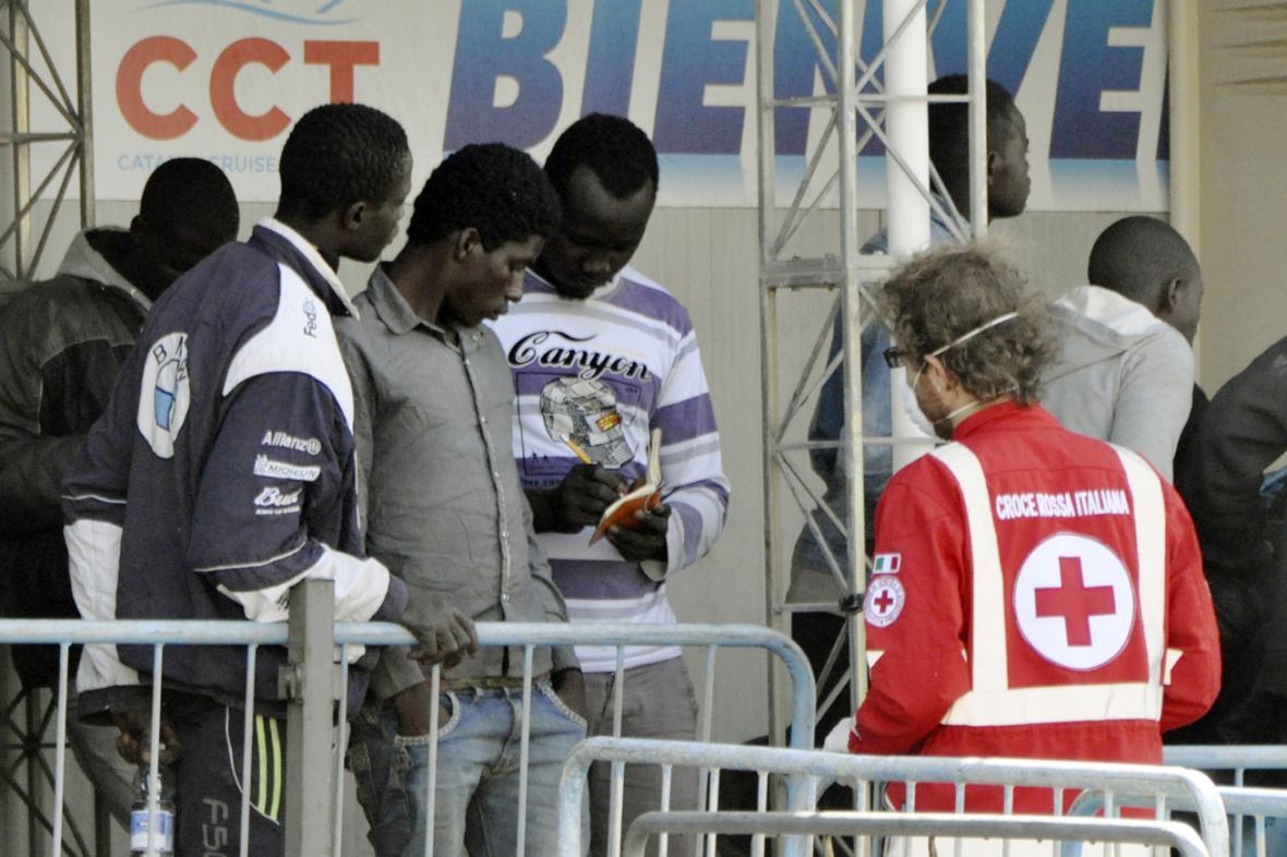 Uprchlíci v italských přístavech