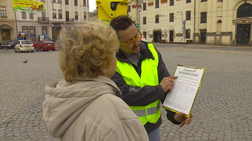 Aktivisté sesbírali pro vyhlášení referenda 4356 platných podpisů - archivní snímek