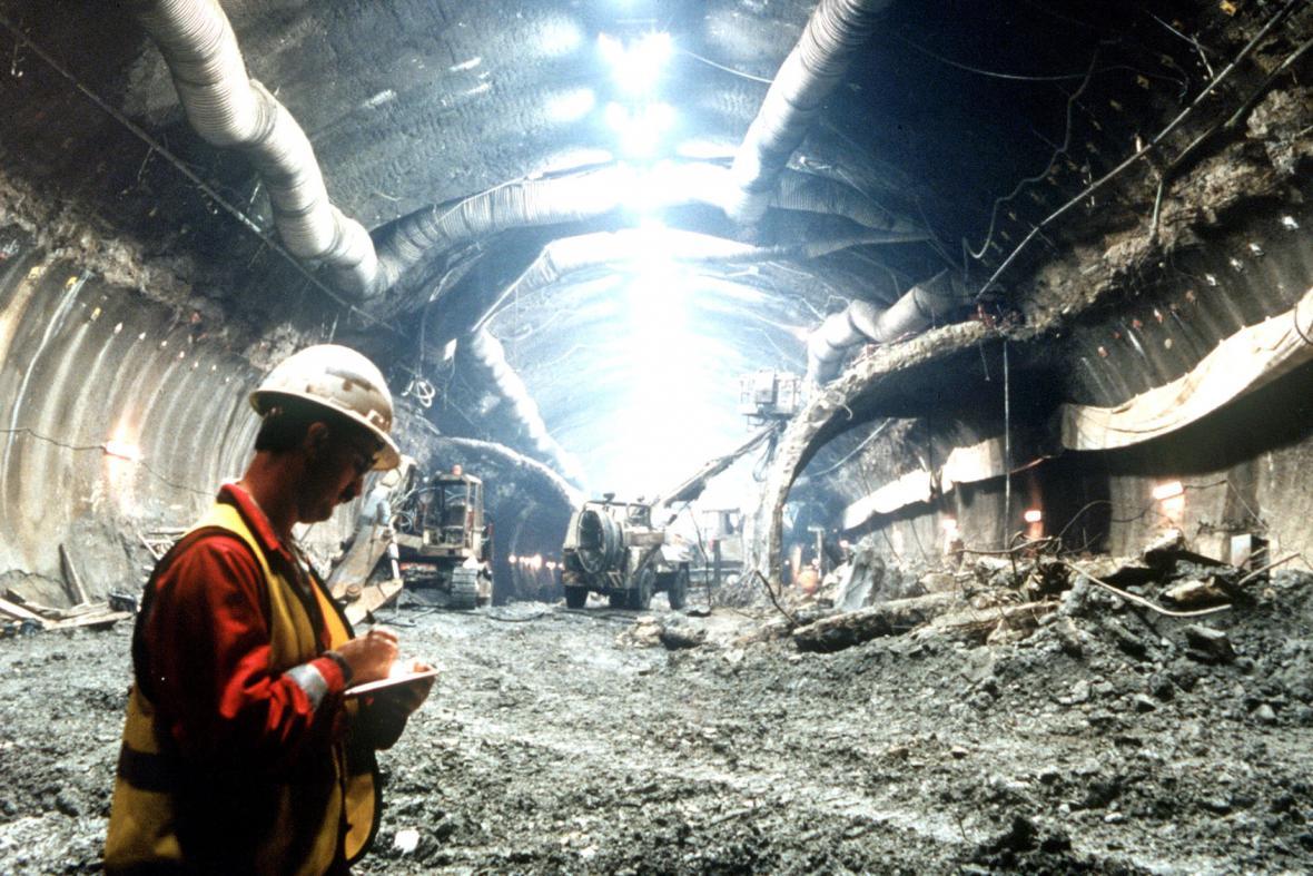 Stavba Eurotunelu (1990)