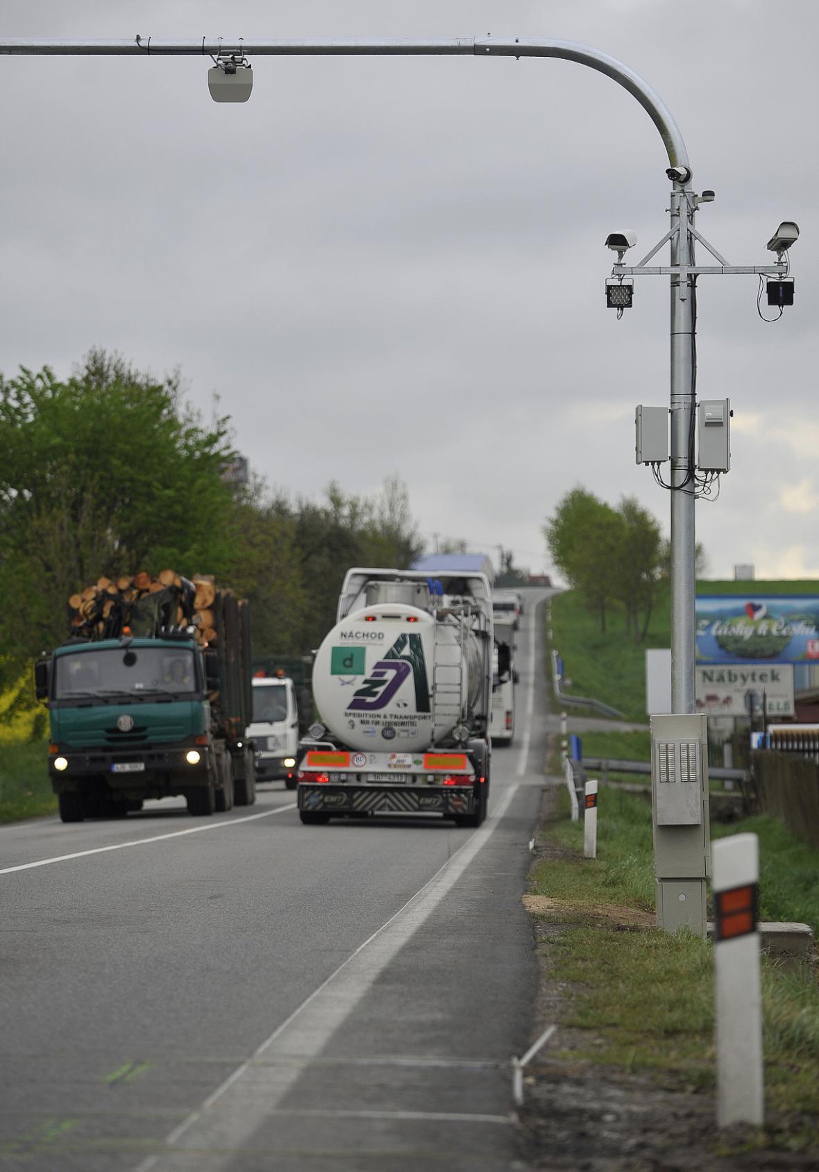 Po silnici 602 přes Velké Meziříčí denně projede asi 600 nákladních aut