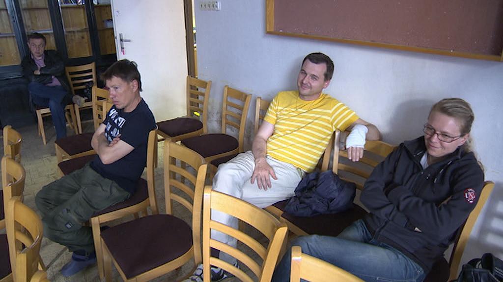 Obyvatelé Stěžer sledují jednání zastupitelů