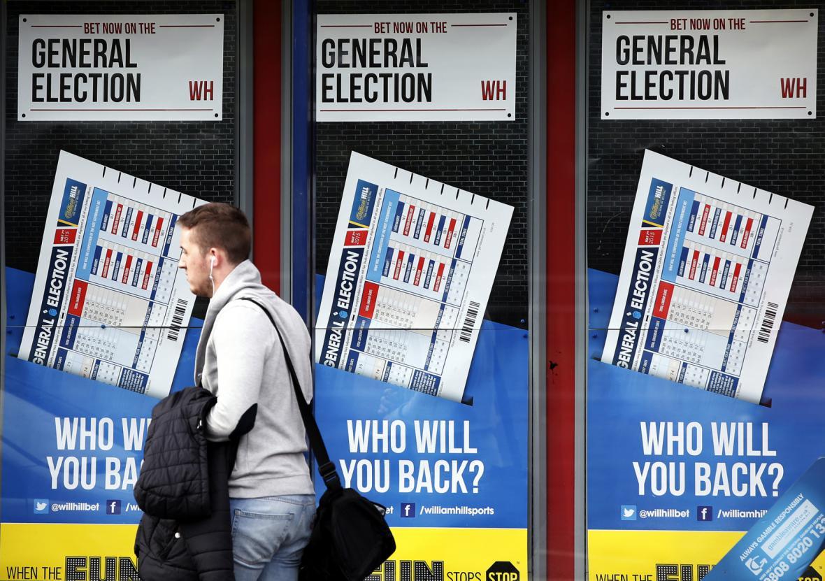 Začínají britské volby