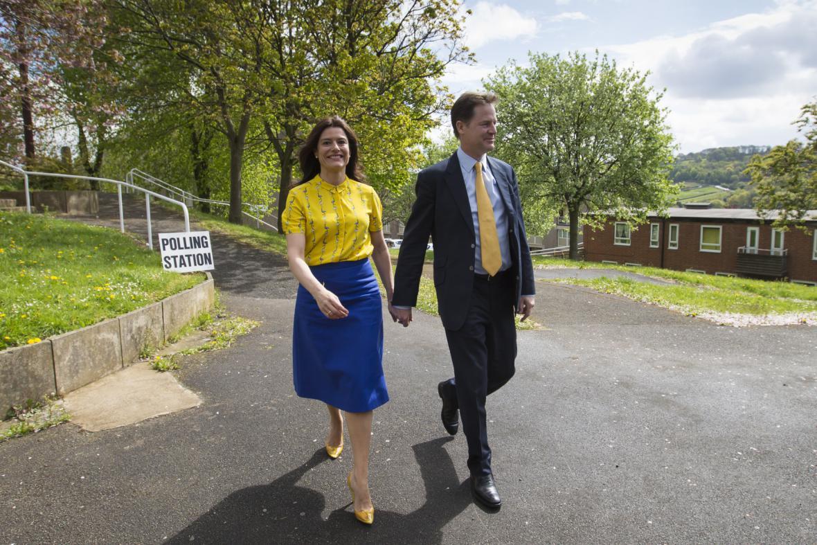 Lídr liberálů Nick Clegg s manželkou
