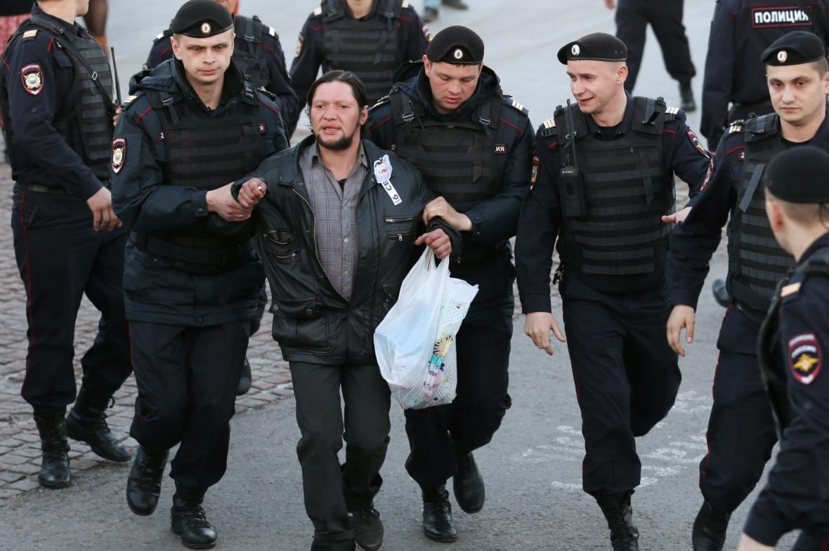 Policie zatýkala demonstranty v Moskvě
