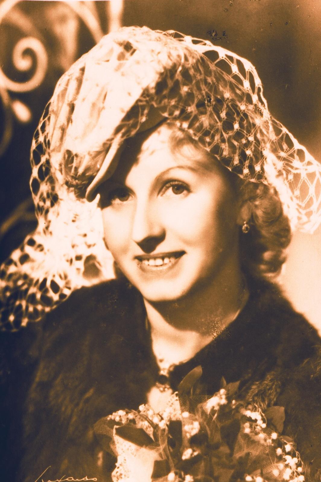 Marie Stará na svatební fotografii - březen 1948