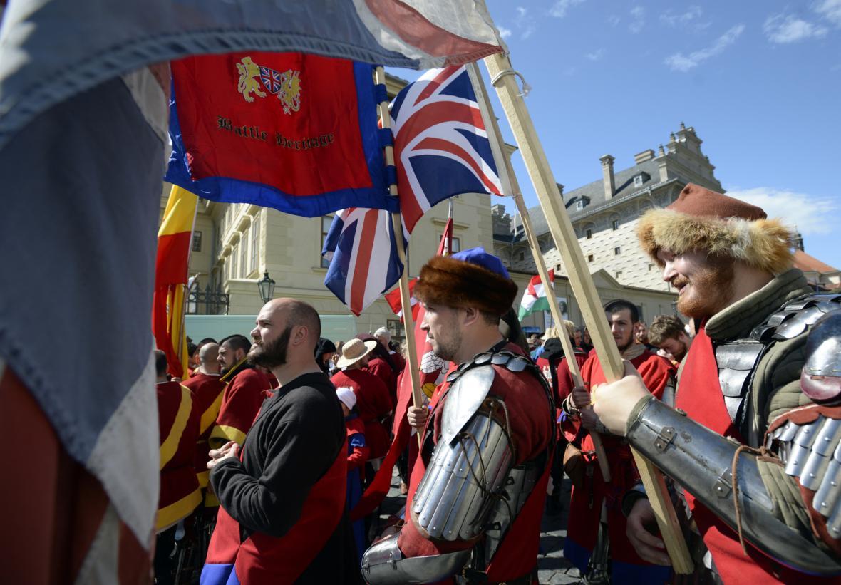 Přehlídka a pochod bojovníků ve zbrojích