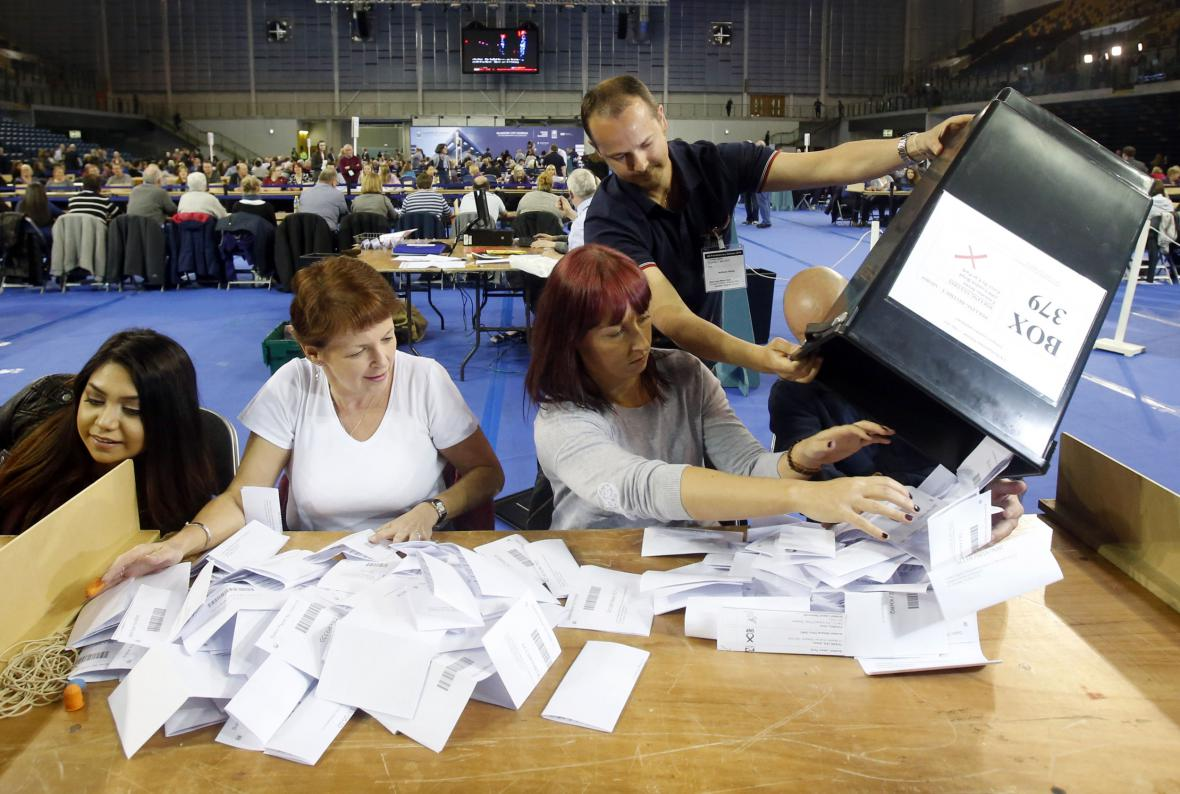 Sčítání hlasů v Británii