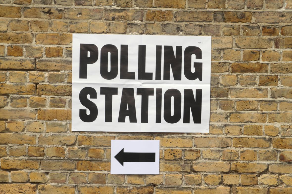 Británie volila nový parlament