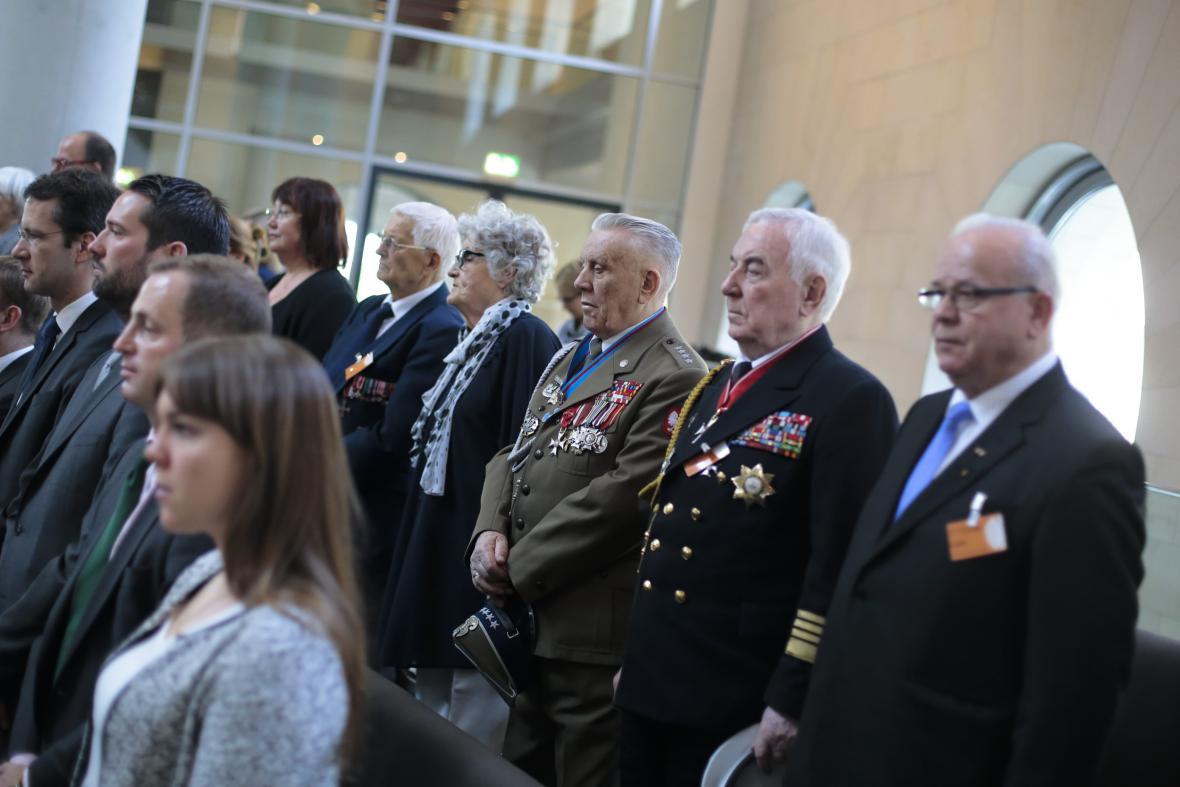 Veteráni druhé světové války z Polska na zvláštním zasedání Bundestagu